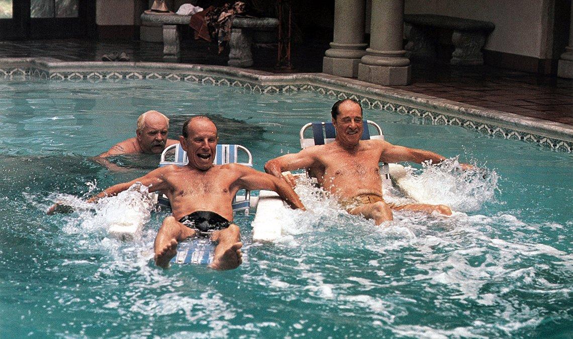 Wilford Brimley, Hume Cronyn, Don Ameche en una escena de la película Cocoon
