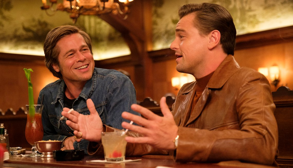 Brad Pitt y Leonardo DiCaprio en una escena de la película 'Once Upon a Time in Hollywood'.