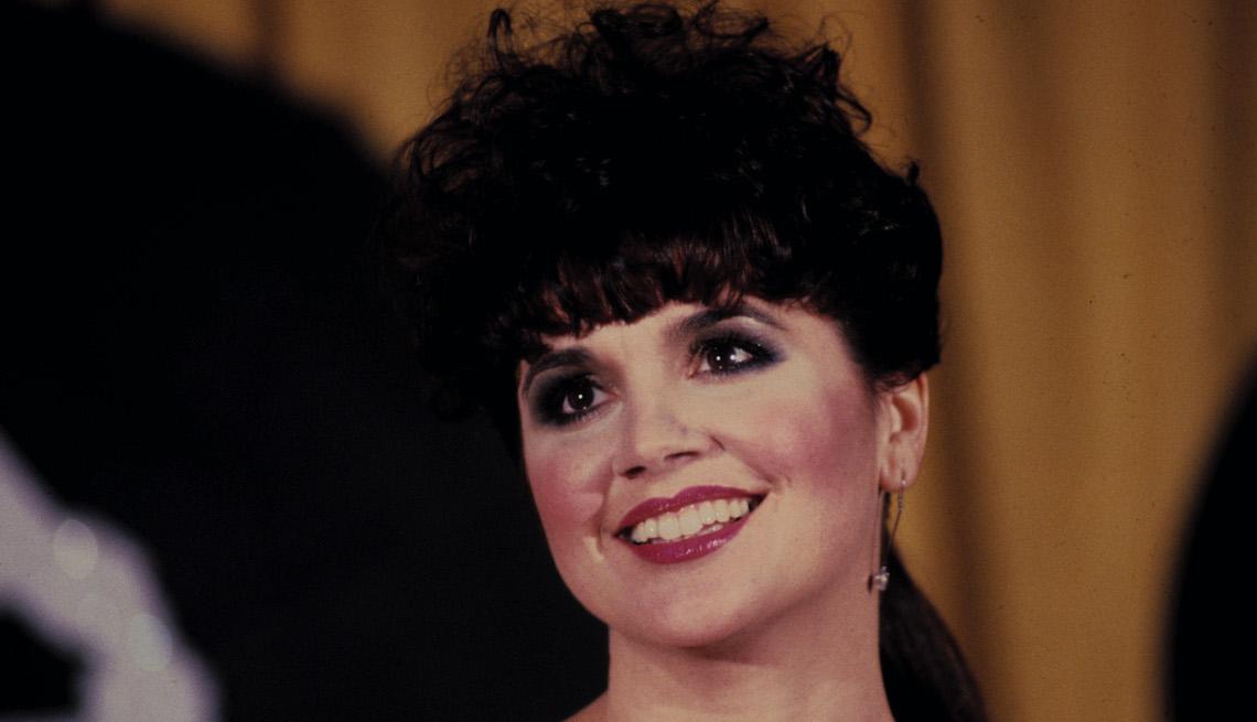 Cantante Linda Ronstadt en los premios GRAMMY, febrero 28, 1984.