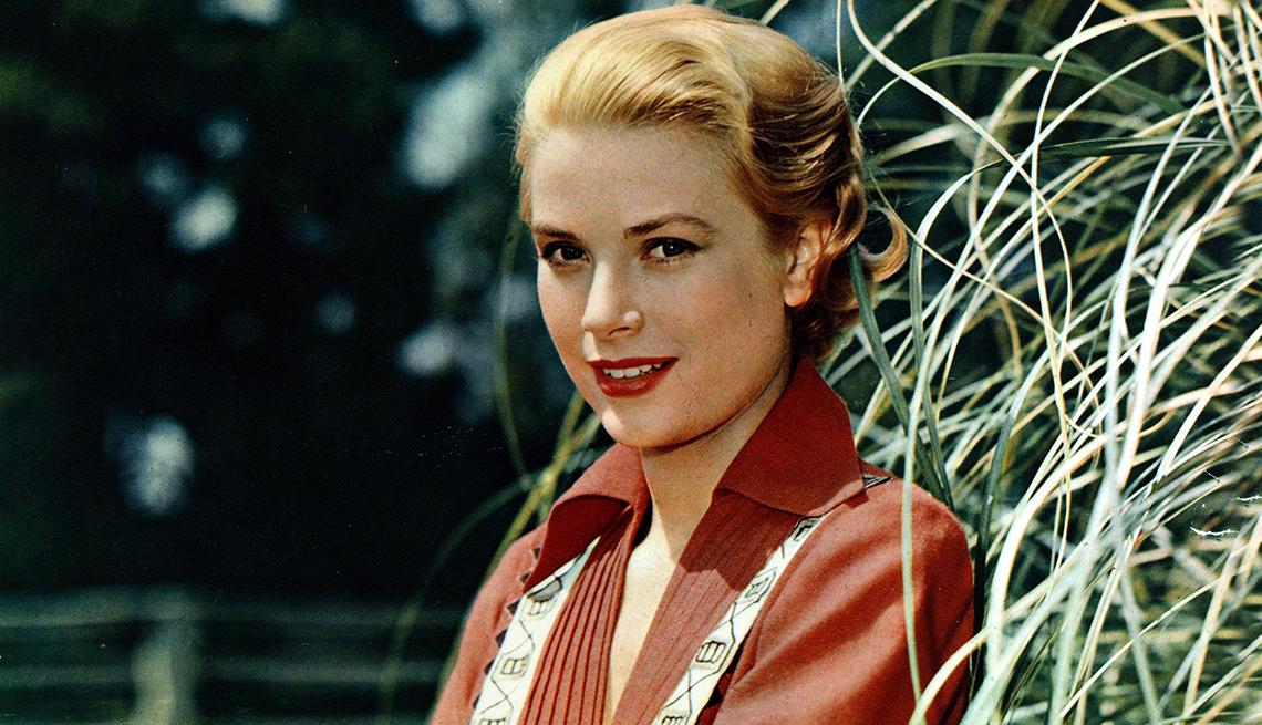 """item 1 of Gallery image - Grace Kelly en una escena de la película """"Green Fire"""", 1954."""