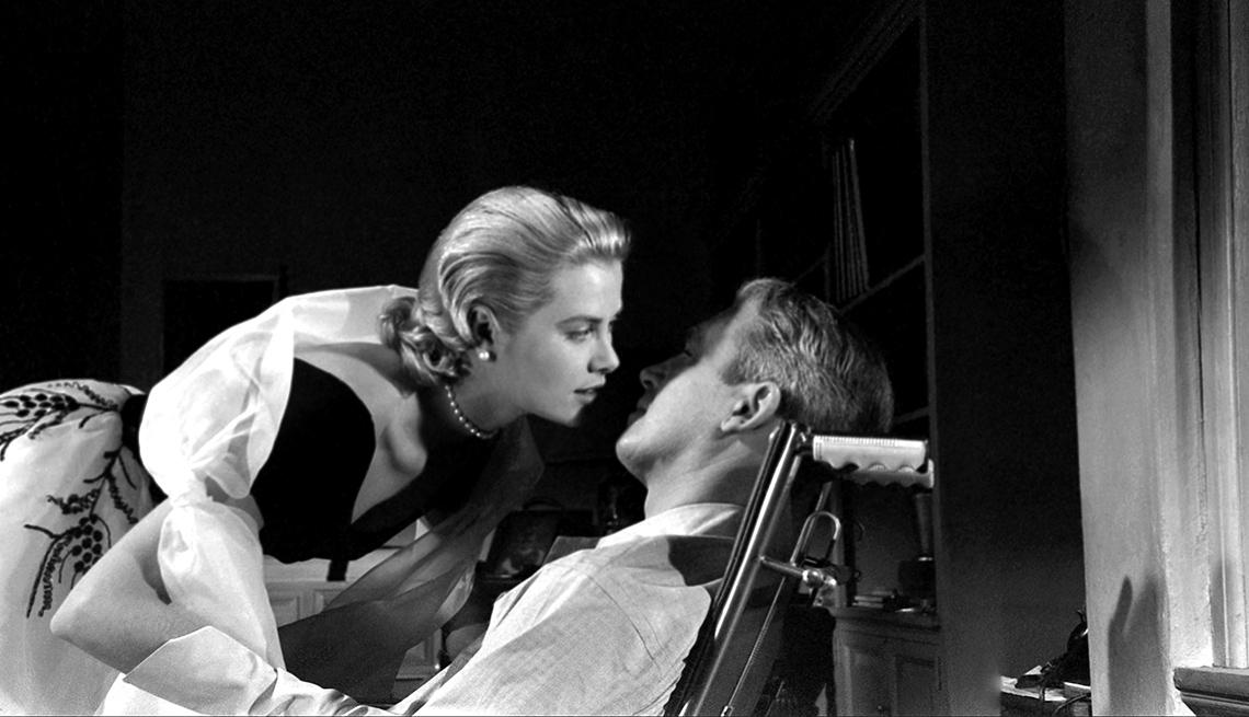 item 6 of Gallery image - Grace Kelly y Jimmy Stewart en el set de la película 'Rear Window', noviembre 1953, Los Ángeles.