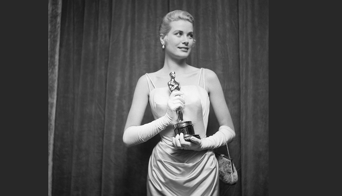 item 7 of Gallery image - Grace Kelly ganó Óscar como mejor actriz por 'The Country Girl', Hollywood, 1955.