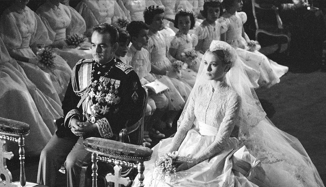 item 9 of Gallery image - Boda del príncipe de Mónaco y Grace Kelly, catedral San Nicolás, Monte Carlo, Mónaco, abril 19, 1956.