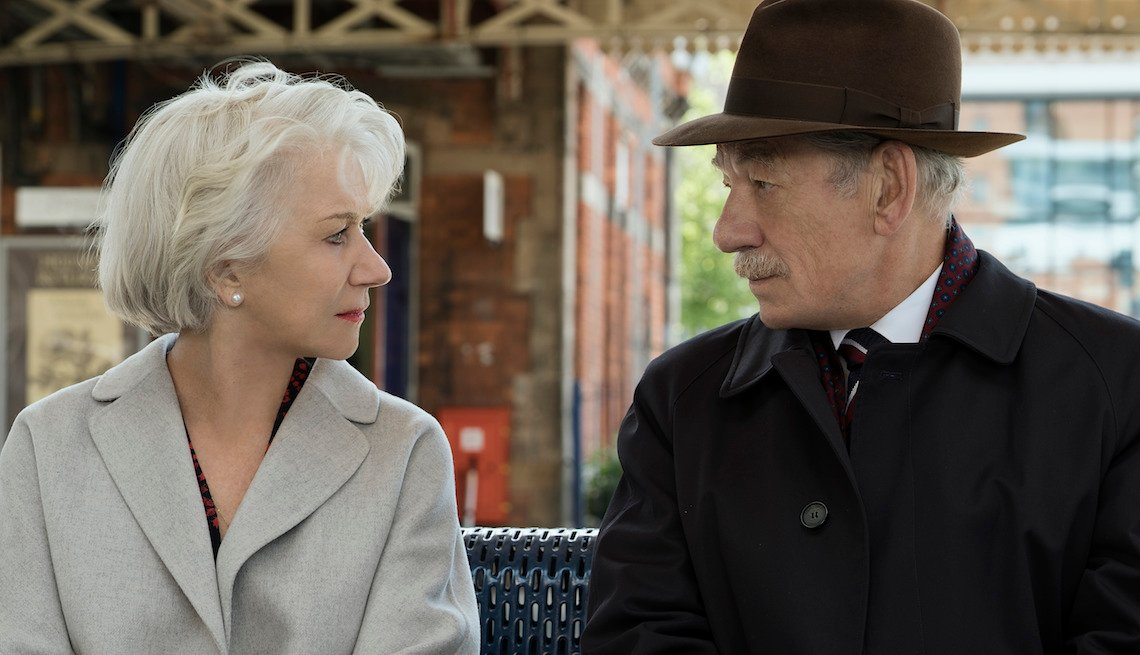 Helen Mirren como Betty McLeish and Ian McKellen como Roy Courtnay en THE GOOD LIAR.