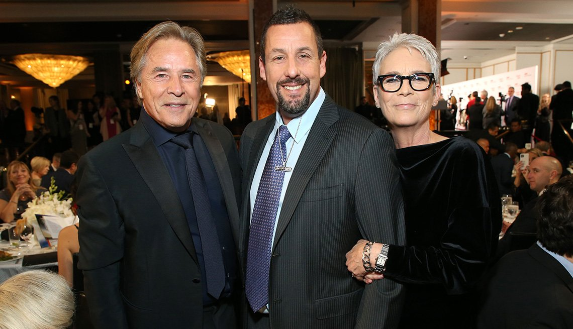 Don Johnson, Adam Sandler y Jamie Lee Curtis posan juntos en la premiación de Movies for Grownups 2020