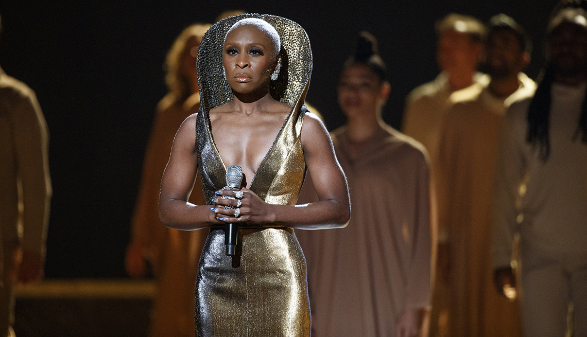 """Cynthia Erivo performs """"Stand Up"""" at the 2020 Oscars"""