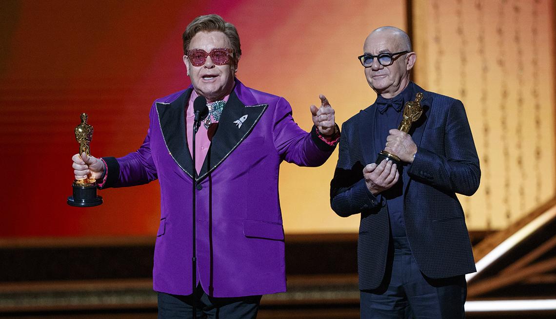 Elton John y Bernie recibiendo el Óscar por canción original, Los Ángeles, 2020.
