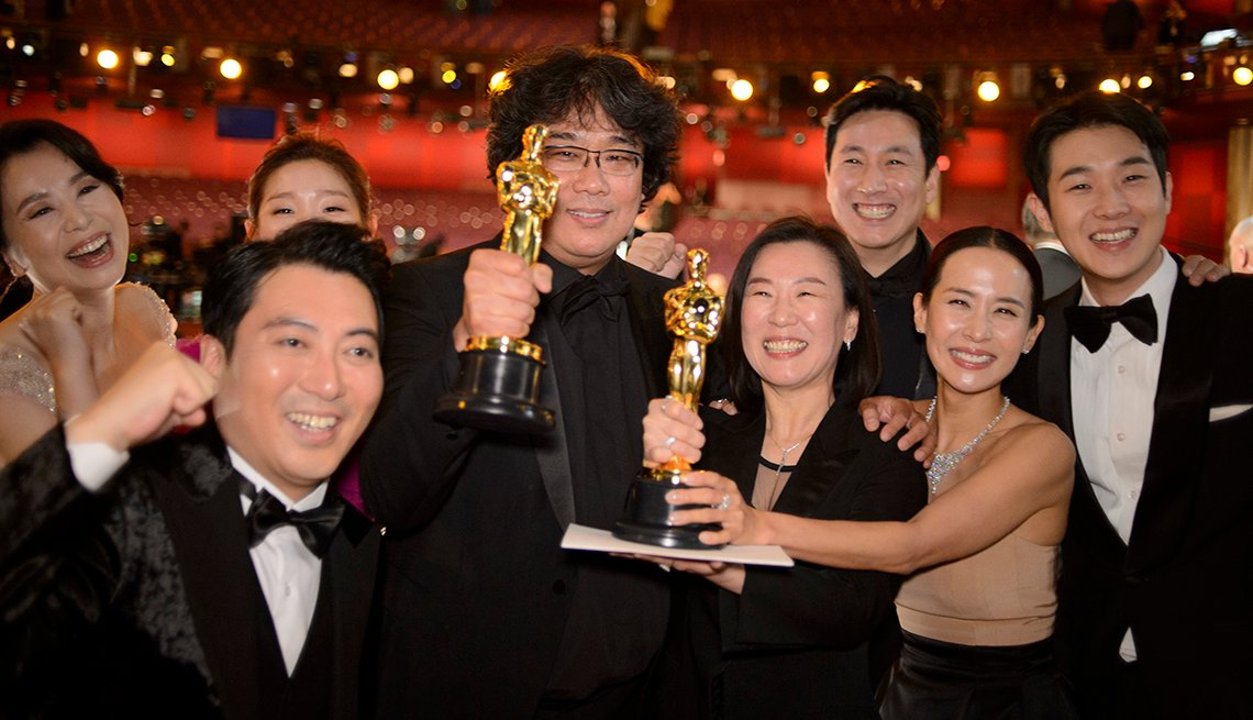 Cast and crew of Parasite win best picture at the 2020 Oscars
