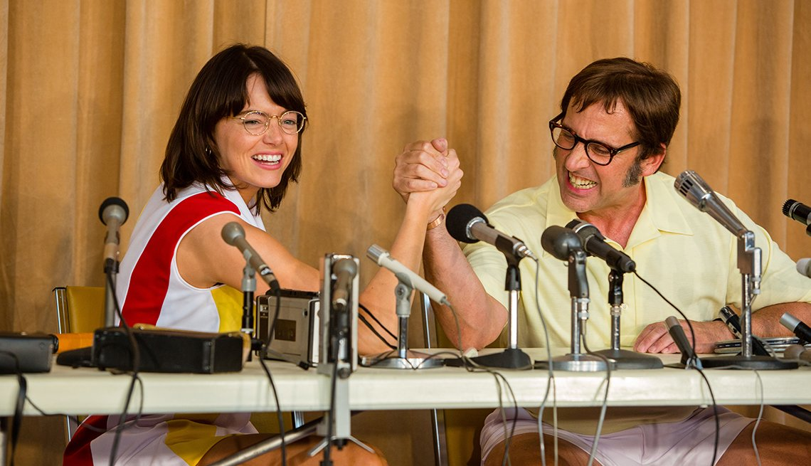 Emma Stone como Billie Jean King y Steve Carell como Bobby Riggs en una escena de Battle of the Sexes.