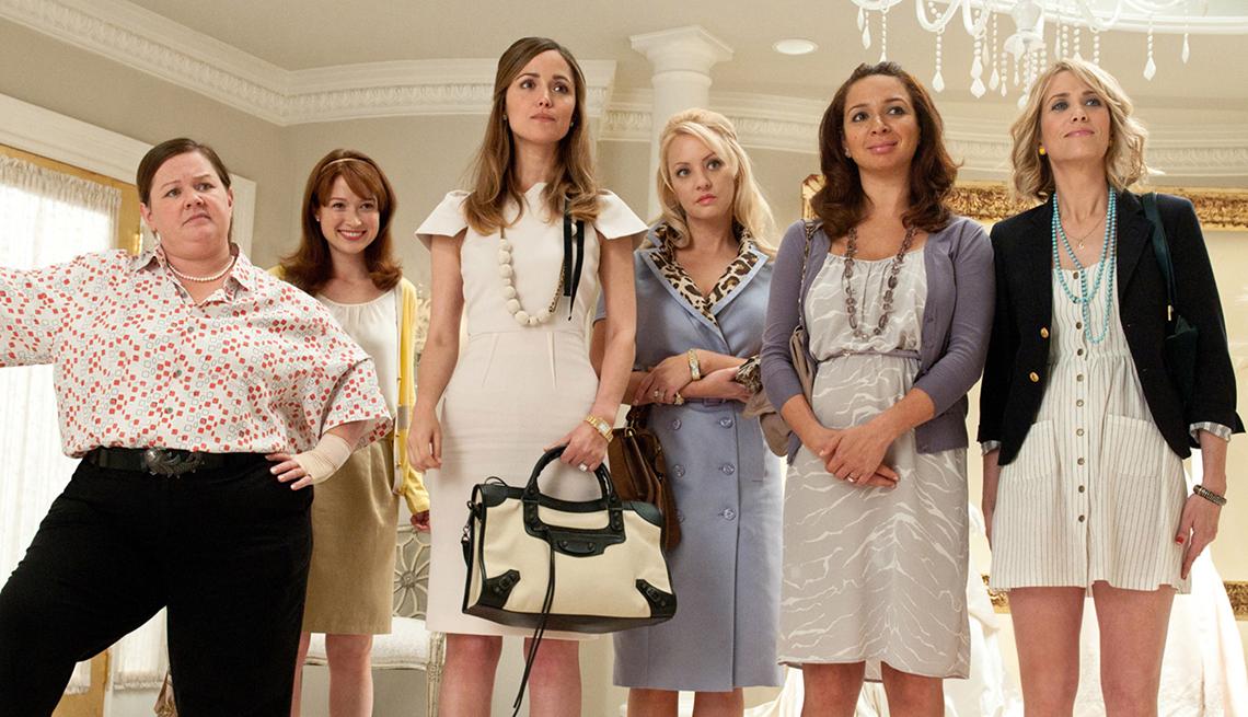 Melissa McCarthy, Ellie Kemper, Rose Byrne, Wendi McLendon, Covey Maya Rudolph, Kristen Wiig, en una escena de Bridesmaids