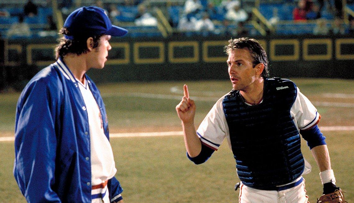 Tim Robbins y Kevin Costner en una escena de Bull Durham.