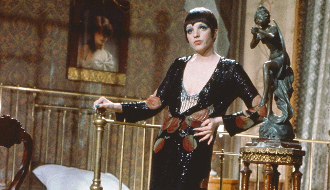 Liza Minnelli como Sally Bowles en una escena de la película Cabaret.