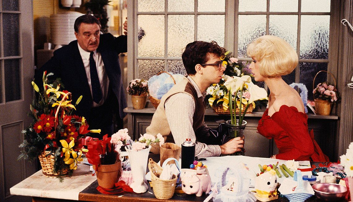 Rick Moranis y Ellen Greene en una escena de la película Little Shop of Horrors