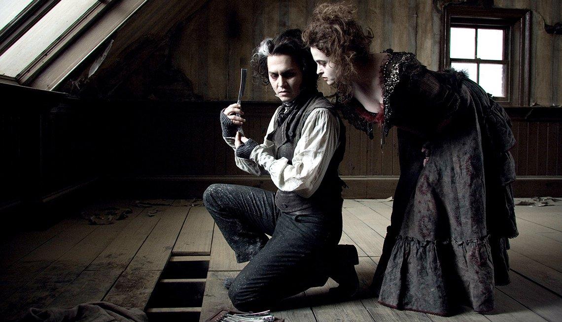 Johnny Depp y Helena Bonham Carter en una escena de la película Sweeney Todd The Demon Barber of Fleet Street.