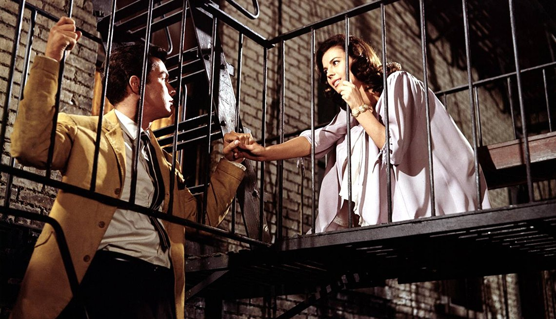 Richard Beymer y Natalie Wood en una escena de la película West Side Story