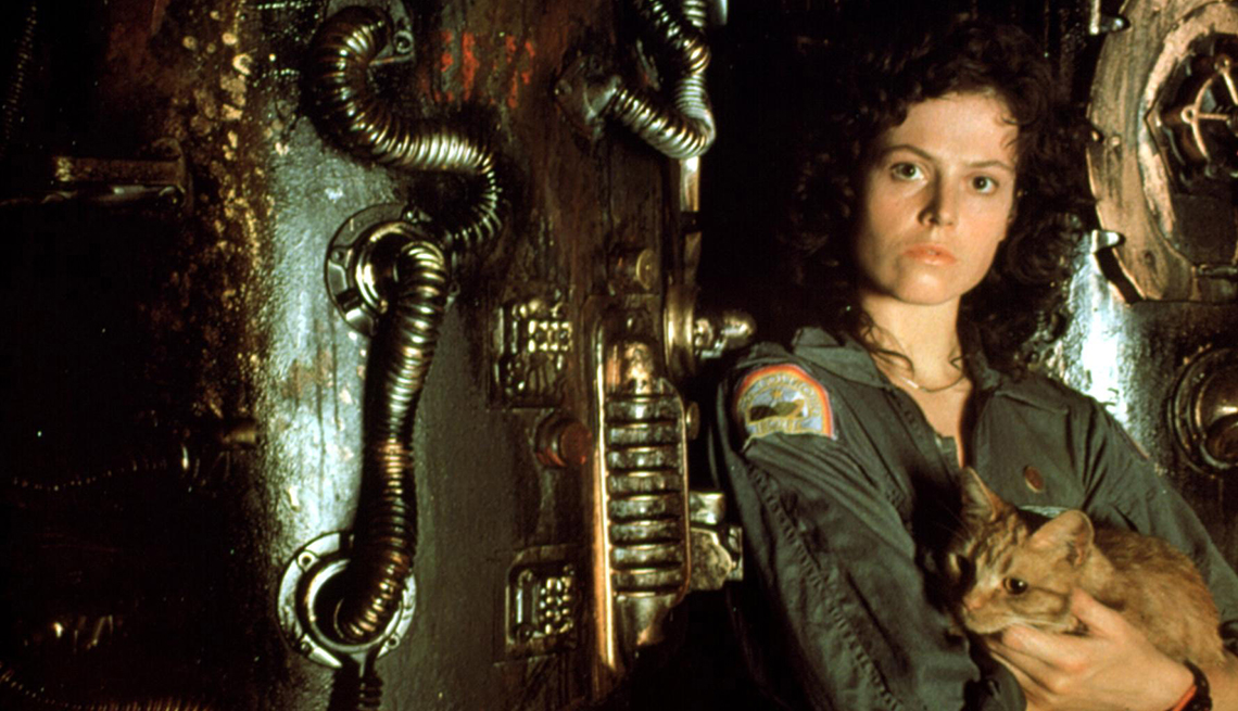 Sigourney Weaver holding a cat in the film Alien