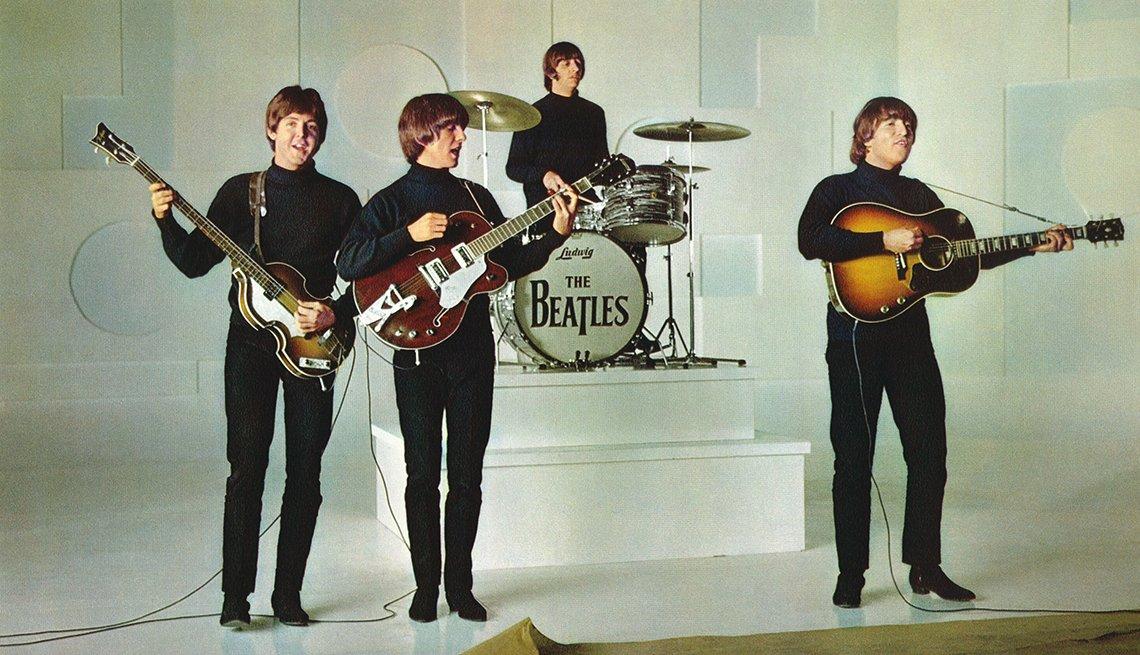 Paul McCartney, George Harrison, Ringo Starr y John Lennon en una escena de Help