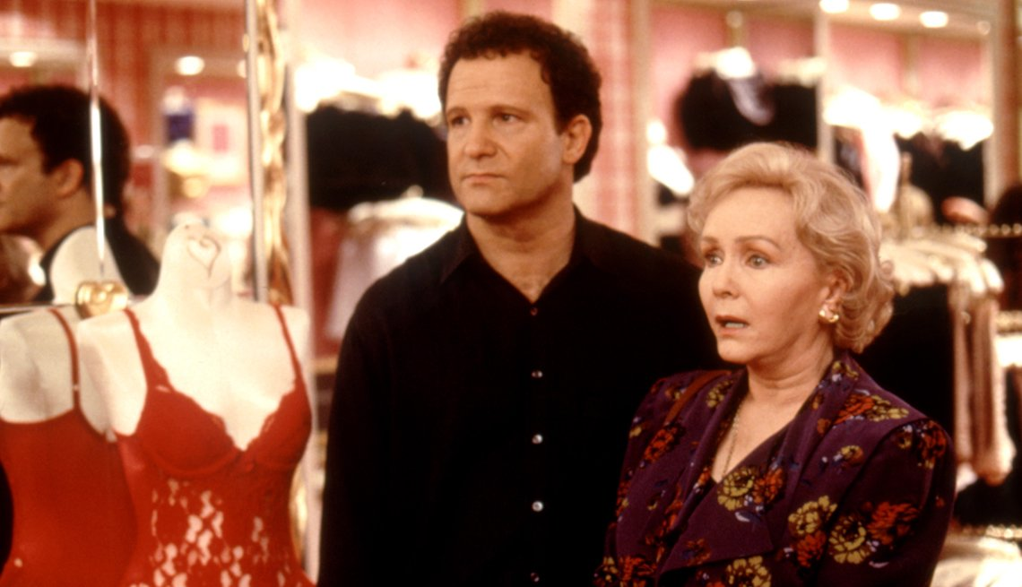 Albert Brooks y Debbie Reynolds en una escena de Mother