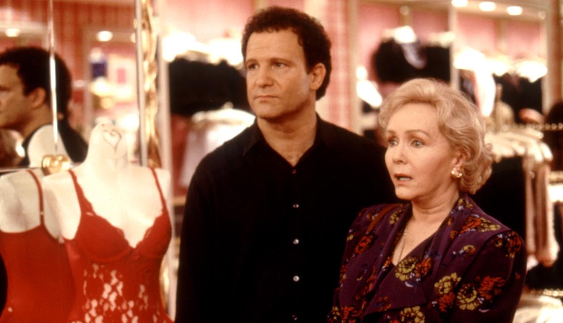 Albert Brooks y Debbie Reynolds en una escena de Mother