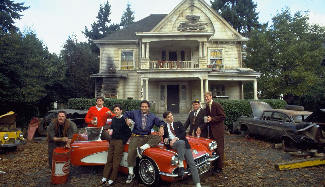 Bruce McGill, Tim Matheson, Peter Riegert, John Belushi, Tom Hulce, Stephen Furst y James Widdoes en la película National Lampoons Animal House.