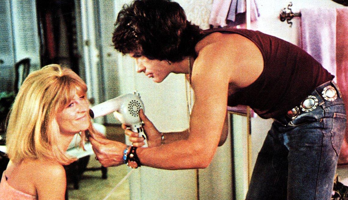 Julie Christie y Warren Beatty en una escena de la película Shampoo.