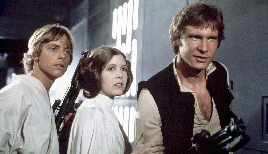 Mark Hamill, Carrie Fisher y Harrison Ford en una escena de Star Wars: Episode IV - A New Hope.