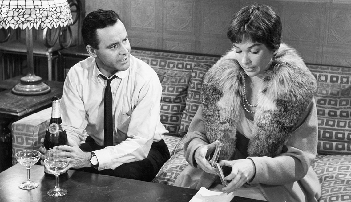 Jack Lemmon y Shirley MacLaine en una escena de The Apartment