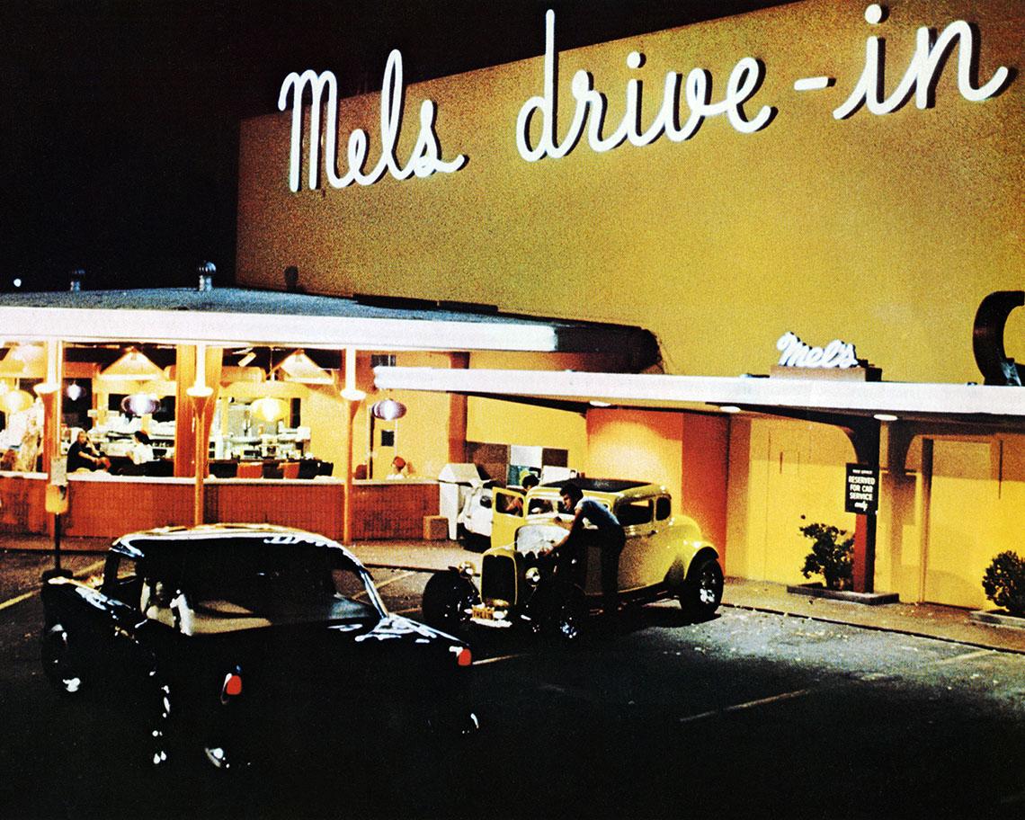 Escena de un autocine de la película American Graffiti de George Lucas.