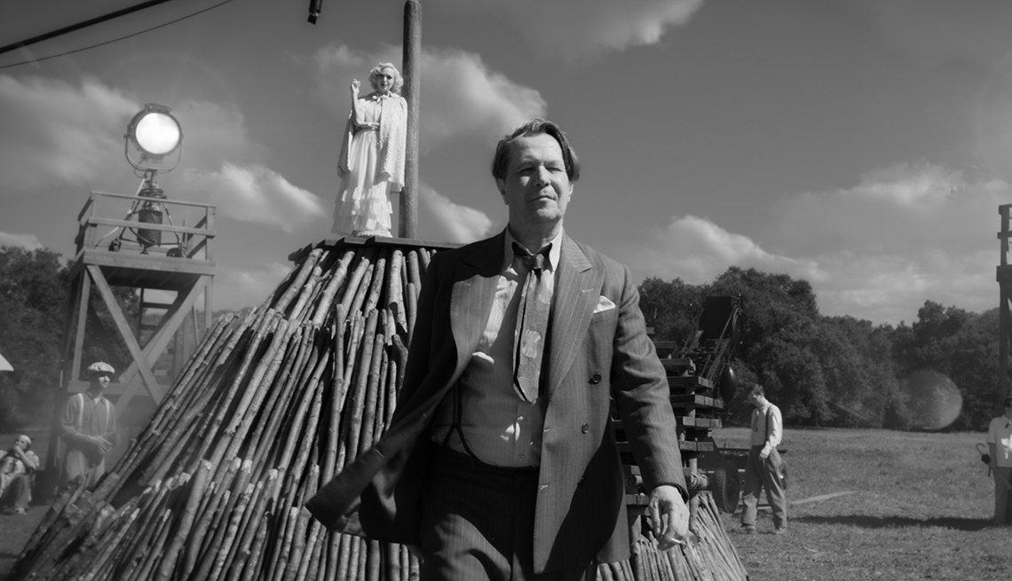 Gary Oldman en una escena de Mank