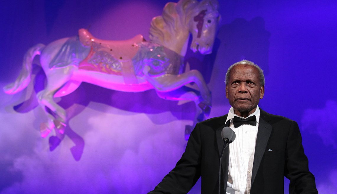 Sidney Poitier speaks at the The 30th Carousel of Hope Gala
