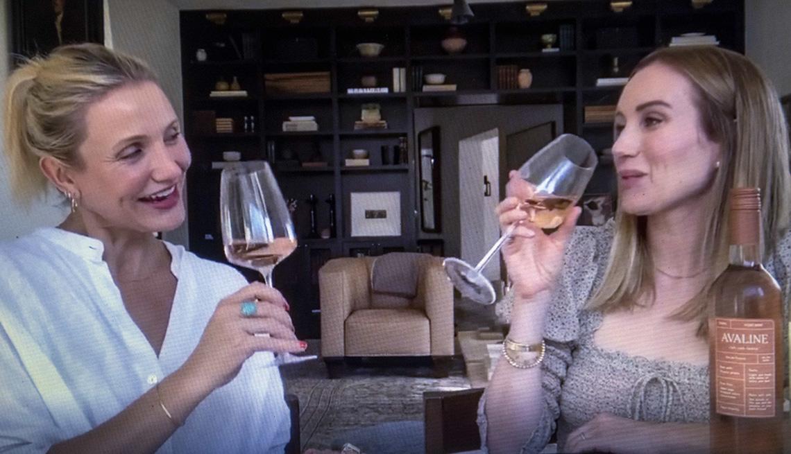 Cameron Diaz and Katherine Power drinking wine