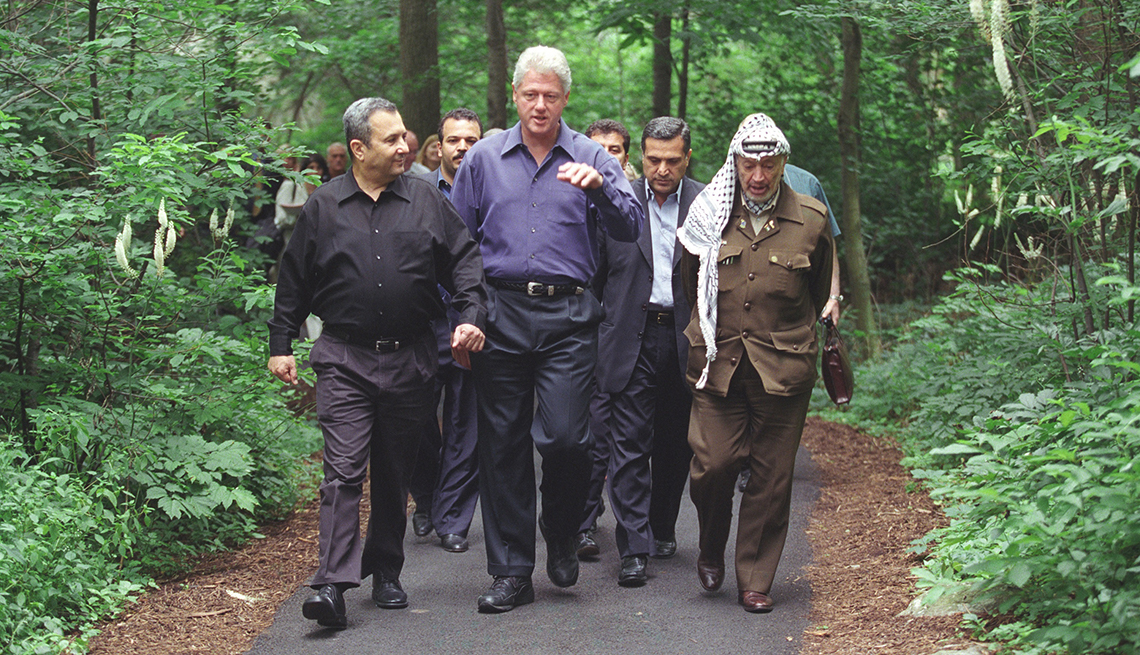 Ehud Barak, Bill Clinton, Yasser Arafat at Camp David in 2000