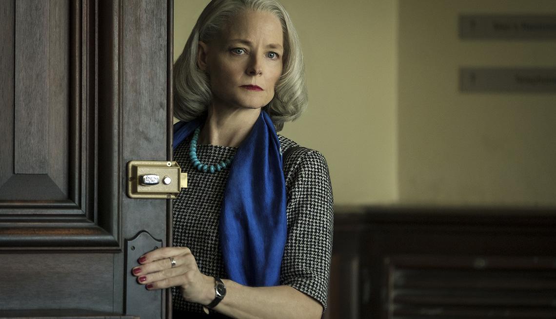 item 6 of Gallery image - Jodie Foster como Nancy Hollander en el filme The Mauritanian.