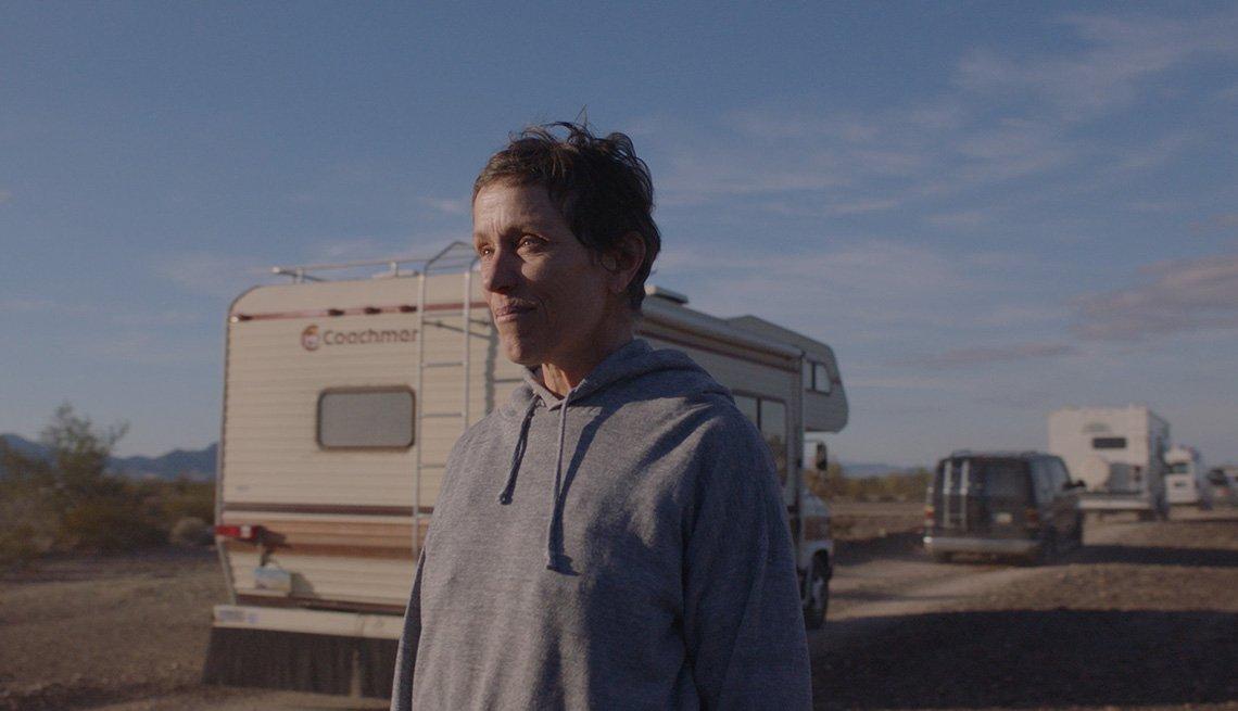 Frances McDormand protagoniza el filme Nomadland.
