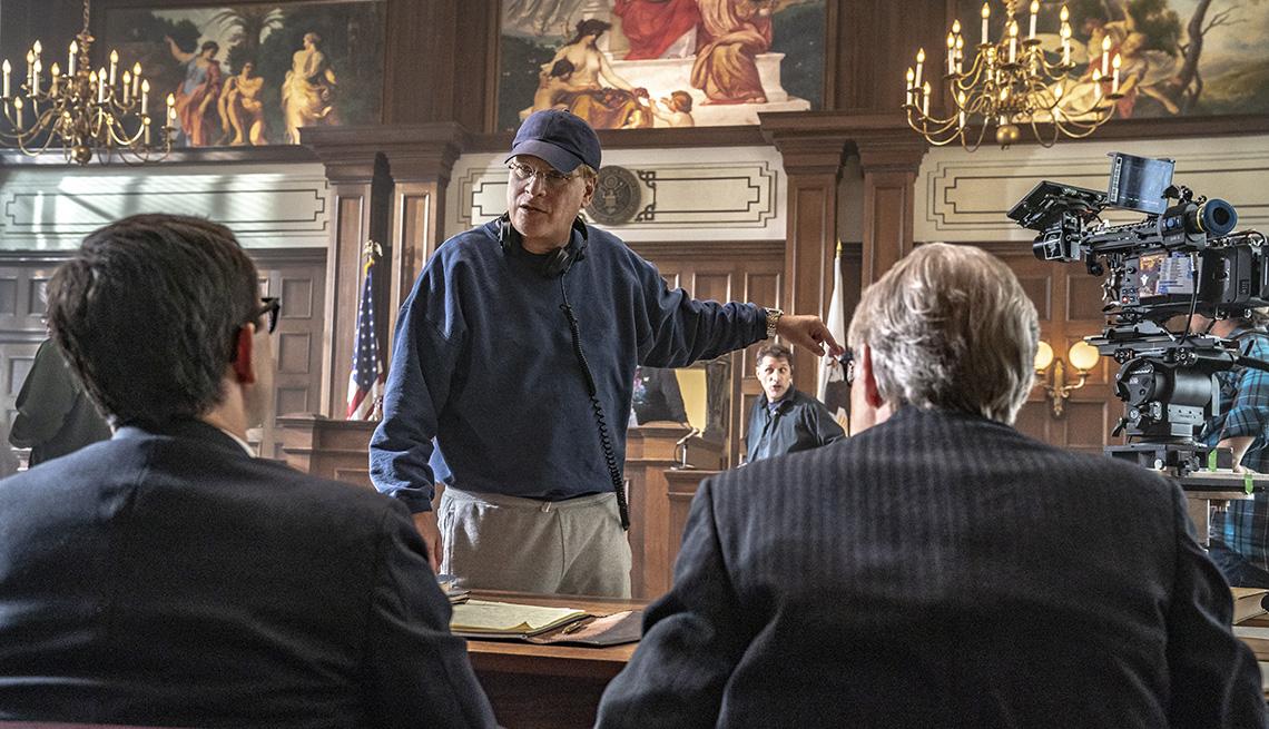 item 9 of Gallery image - Director Aaron Sorkin en el set de The Trial of the Chicago 7