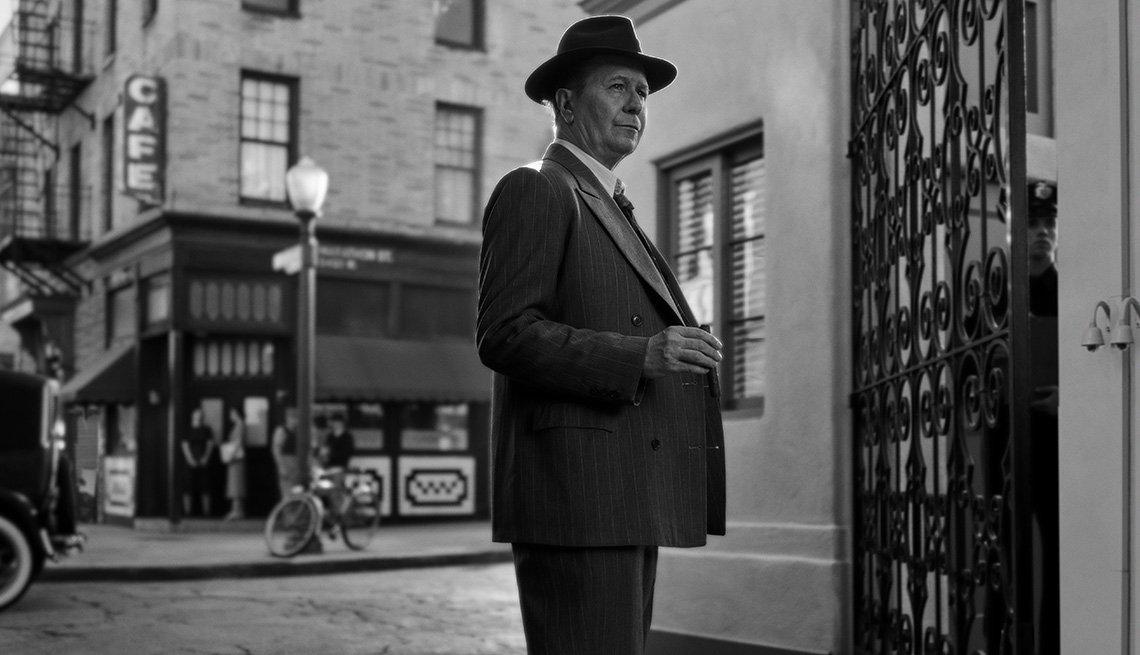 item 13 of Gallery image - Gary Oldman en una escena de la película Mank