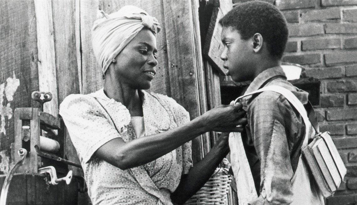 Cicely Tyson stars in the film Sounder
