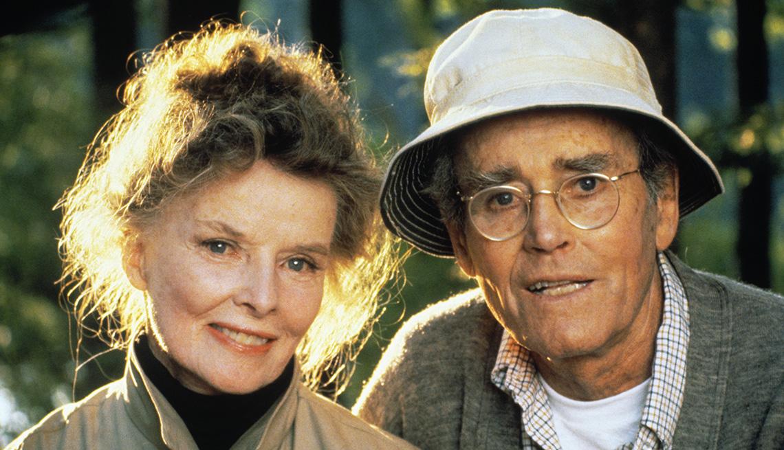 """Katharine Hepburn como Ethel Thayer y Henry Fonda como Norman Thayer en la película de 1981 """"On Golden Pond""""."""