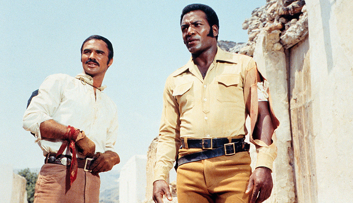 Burt Reynolds y Jim Brown (derecha) en '100 Rifles'.