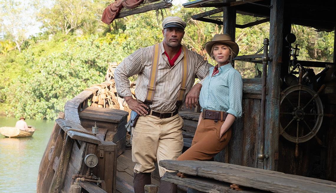 "Dwayne Johnson (izquierda) y Emily Blunt en ""Jungle Cruise""."