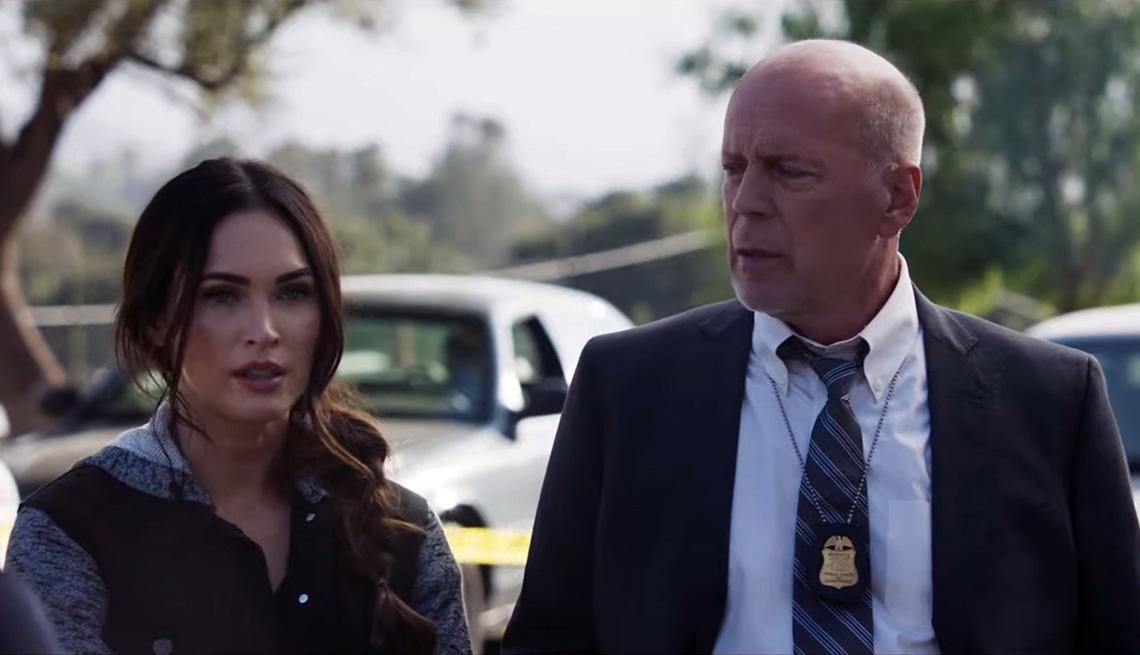 """Megan Fox (izquierda) y Bruce Willis en """"Midnight in the Switchgrass""""."""
