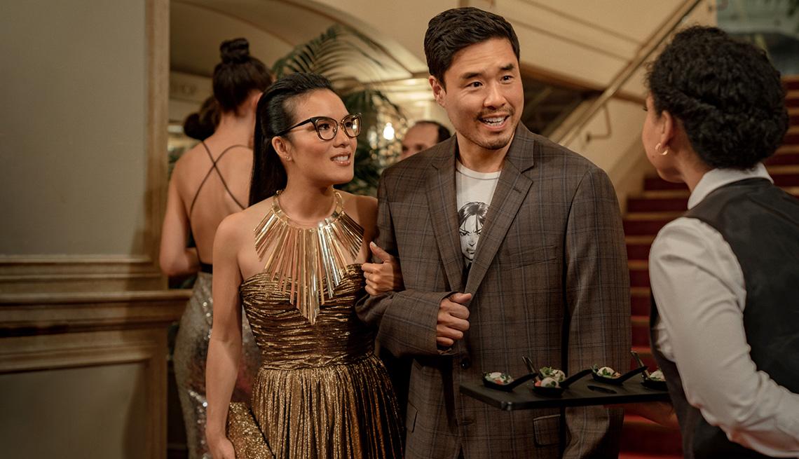 """Ali Wong (izquierda) y Randall Park en """"Always Be My Maybe""""."""