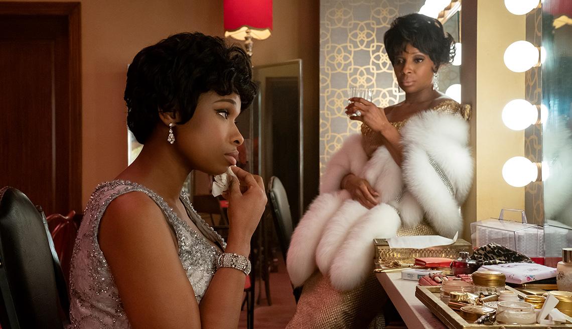 "Jennifer Hudson (izquierda) como Aretha Franklin y Mary J. Blige como Dinah Washington en ""Respect""."