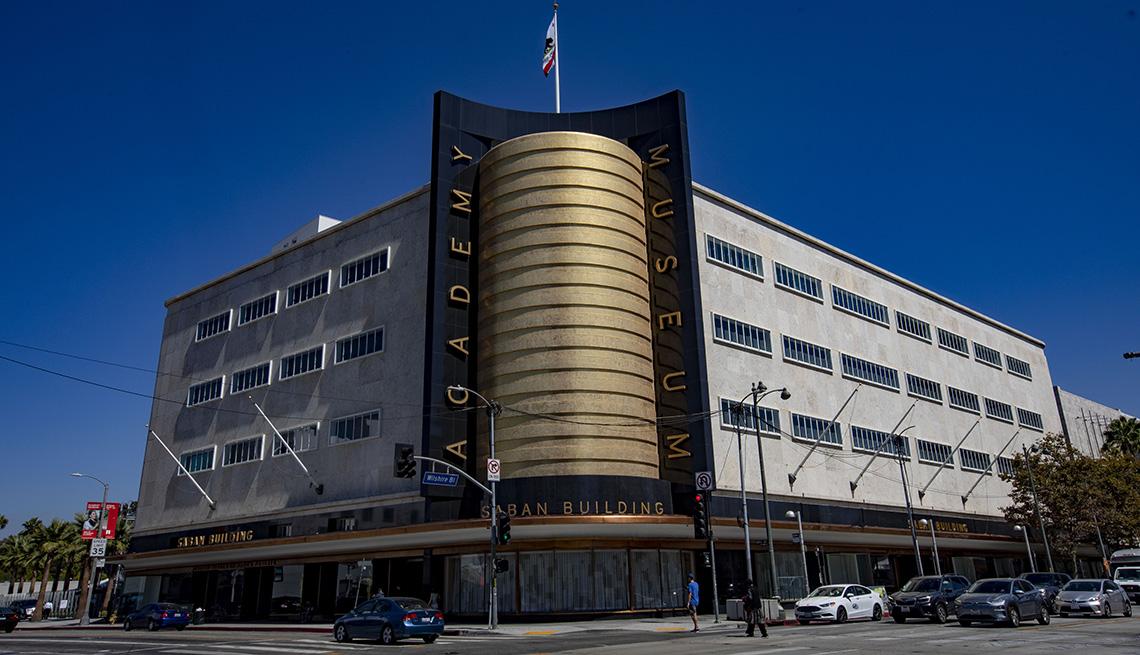 El nuevo Museo de la Academia de Cinematografía abre oficialmente sus puertas al público el 30 de septiembre.
