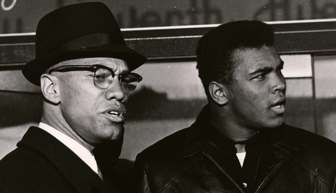 Malcolm X and Muhammad Ali standing next to each other