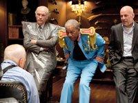 Película RED con Morgan Freeman, Richard Dreyfuss, John Malkovich, and Bruce Williams.