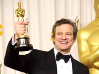 El actor Colin Firth, ganador del premio al Mejor Actor en un papel principal de 'The King's Speech', posa en la sala de prensa durante el 83 º Premios Anuales de la Academia celebrada en el Kodak Theatre el 27 de febrero de 2011 en Hollywood, California.