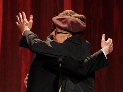 Actores Colin Firth y Geoffrey Rush en la gala de los premios: Movies for Grownups de AARP