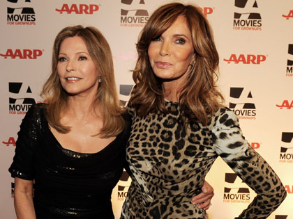 Actrices Jaclyn Smith y Cheryl Ladd en la gala de los premios: Movies for Grownups de AARP