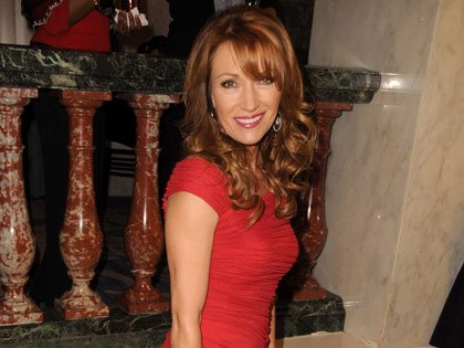 Actriz Jane Seymour en la gala de los premios: Movies for Grownups de AARP